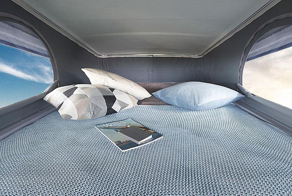 Sängen på taket ser mycket inbjudande ut med sina ventilationsöppningar.