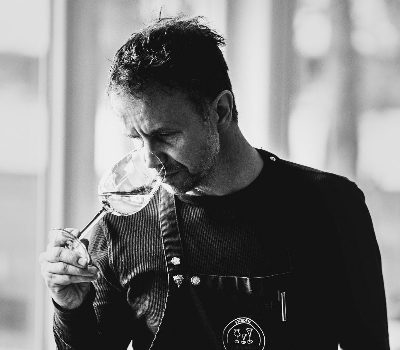 Mattias Säfwenberg är sommelier och jobbar med svenska viner.