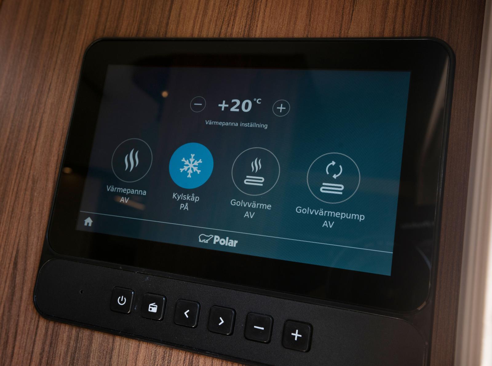 Hi-Tec. Manövercentralen tar via Wi-Fi emot uppdateringar och funktionskontroller. Precis som Teslan.