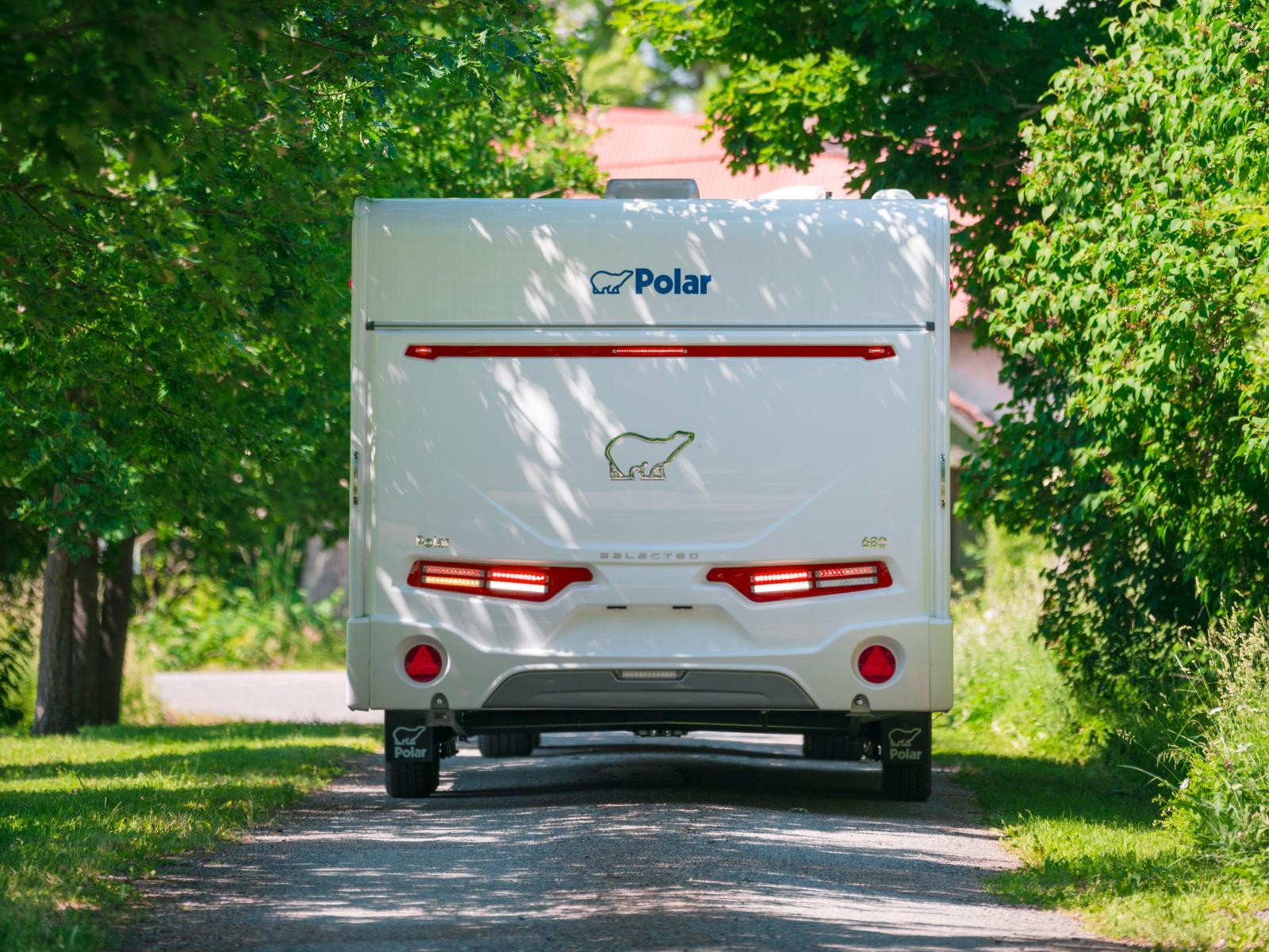 Vagnens eleganta bakparti gör att den ser ut att vara en husbil.