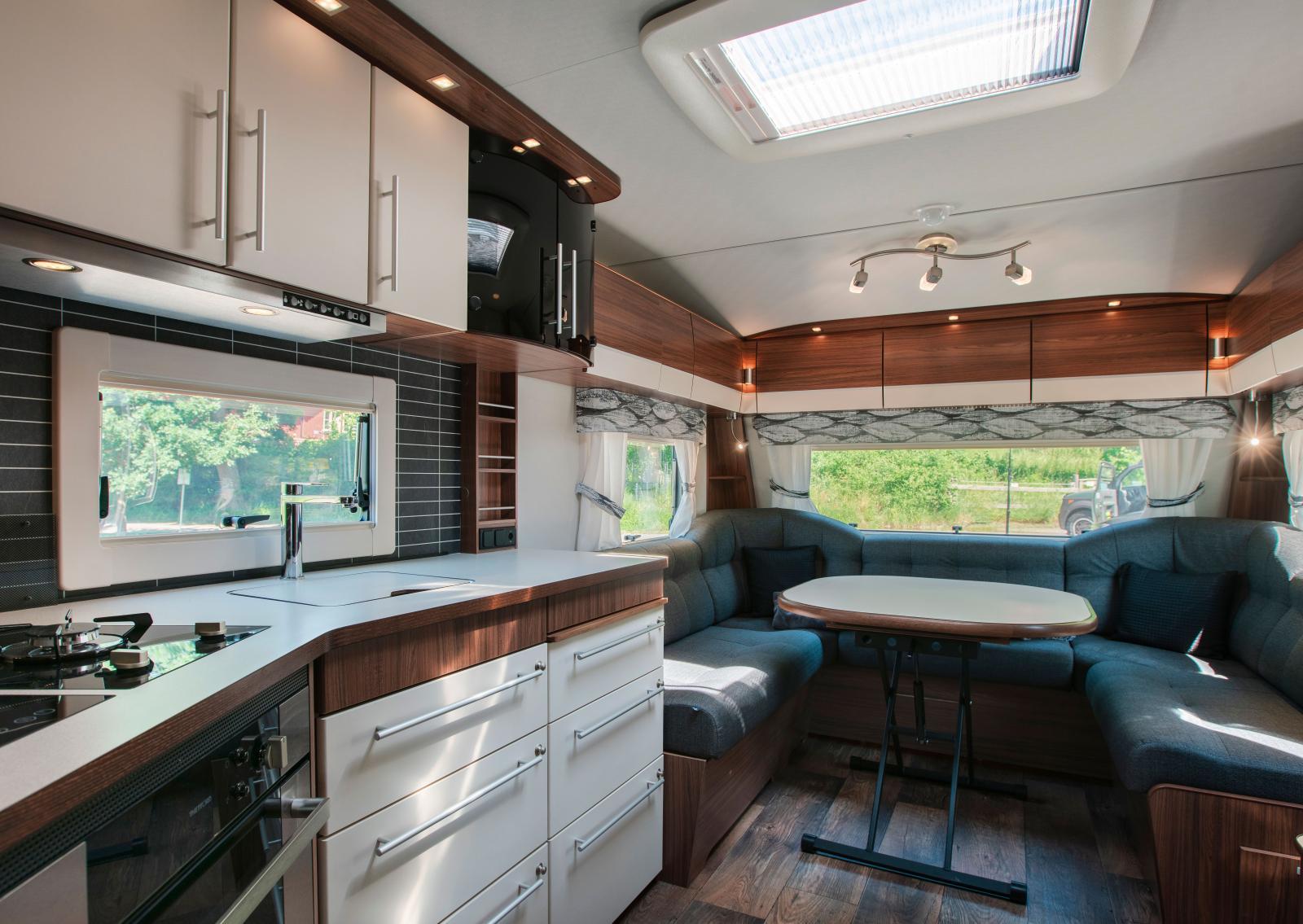 Det nya vinkelköket i Polar 680 är både funktionellt och elegant.