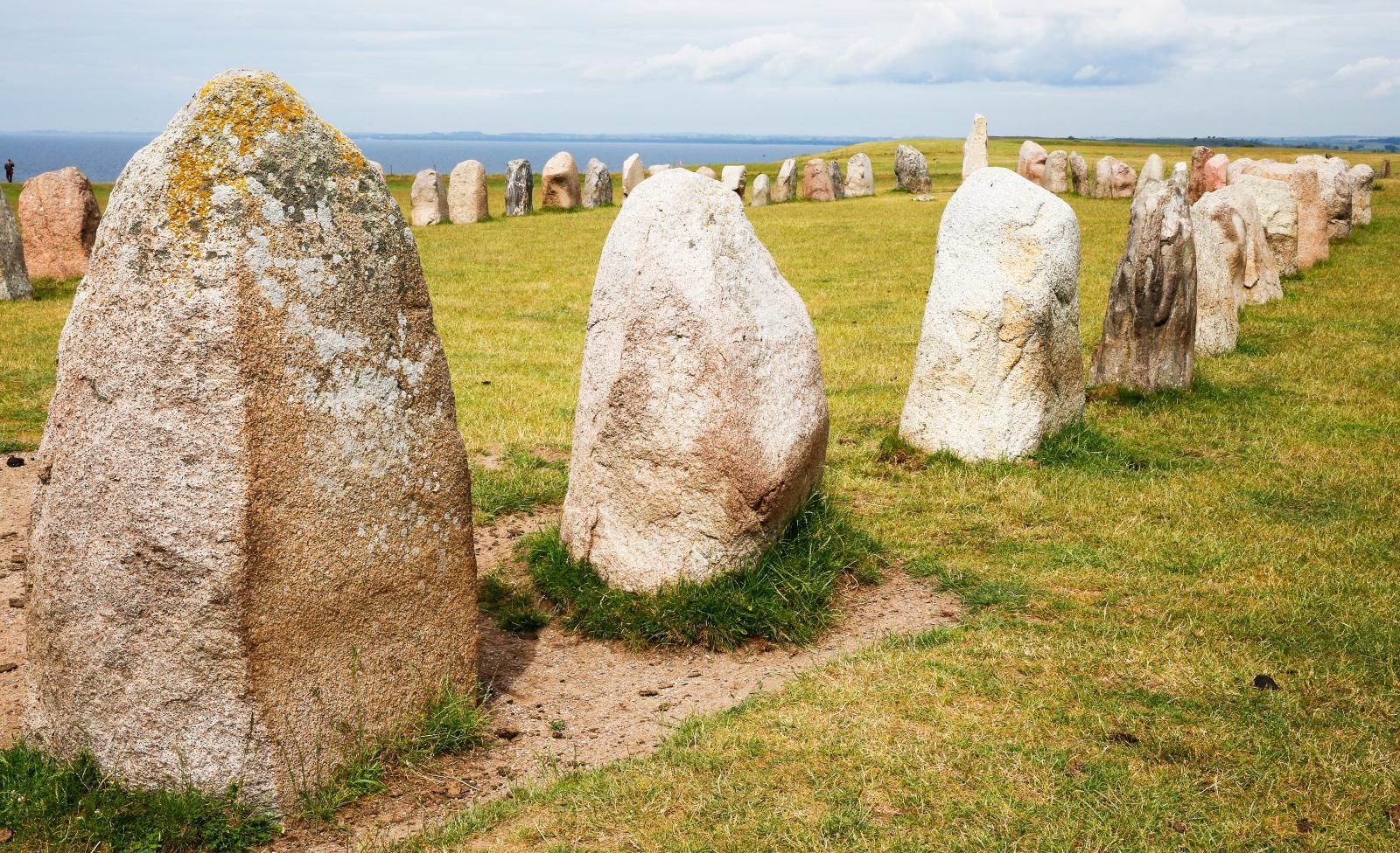 Stensättningen är nästan 67 meter lång och 19 meter bred.