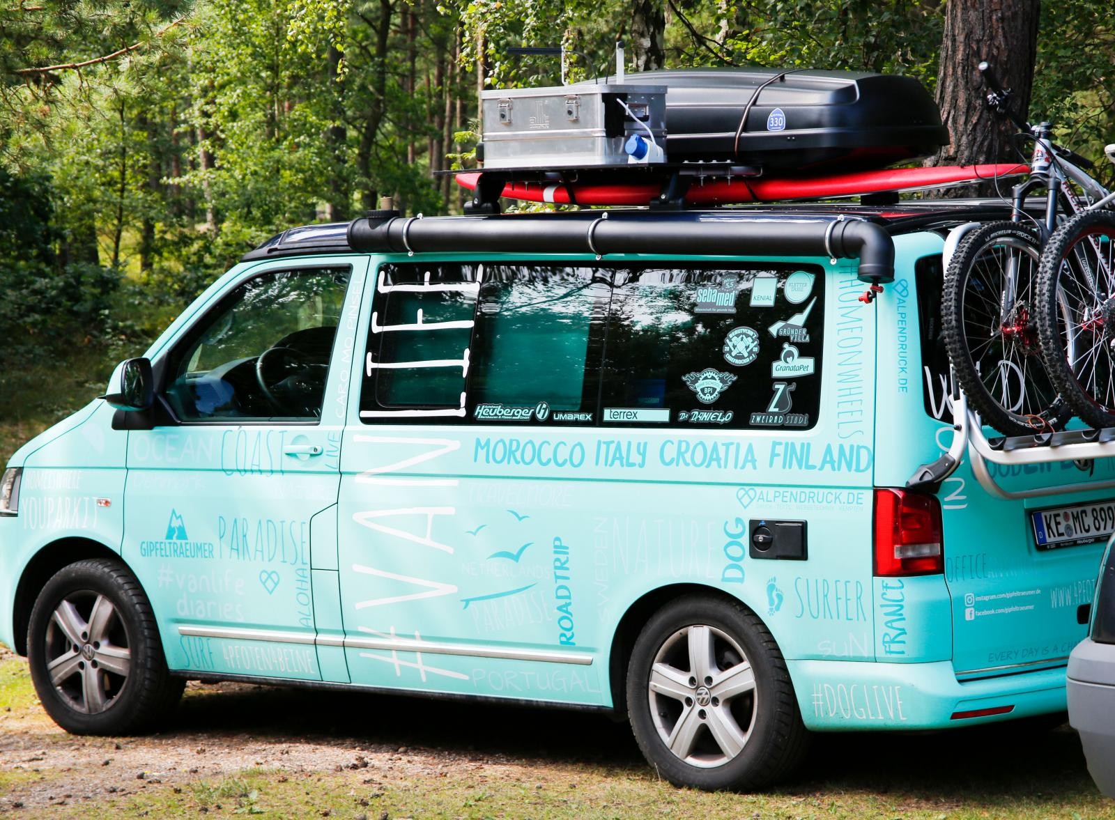 En tysk campingbil med allt som krävs för Skåneturen.