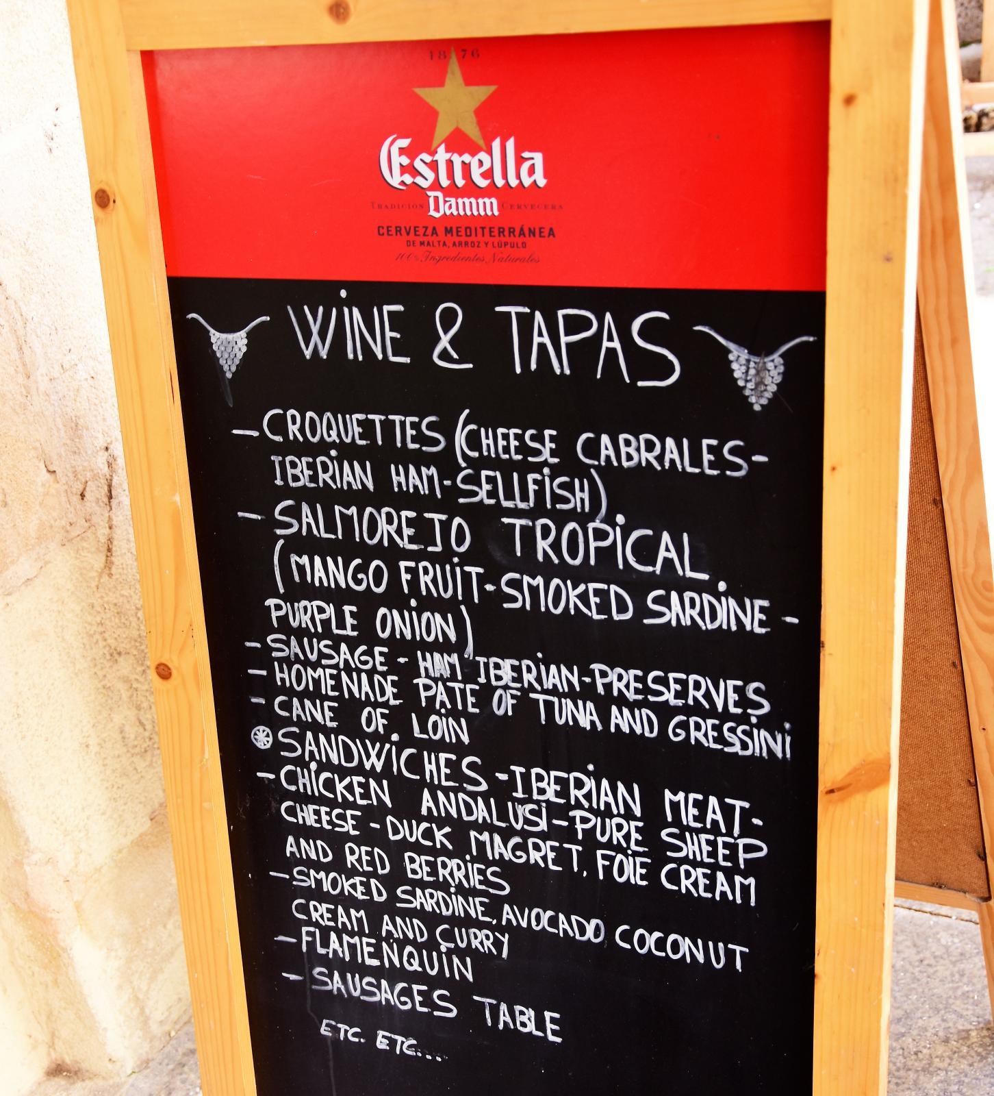 Vin och tapas – det sammanfattar ganska väl vad matvanorna i Spanien handlar om.