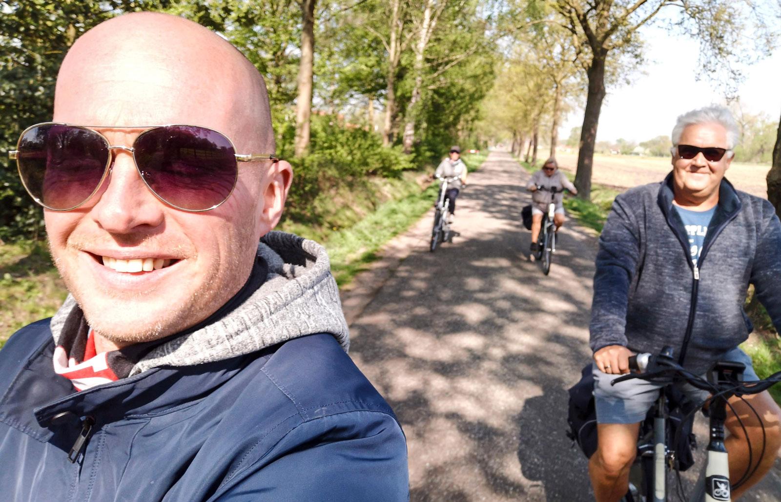 Sällan har det varit så roligt att cykla som när man gör det i sakta mak i sällskap av vänner. Dessutom ger det väldigt bra motion och benstyrka, trots hjälpmotorn.