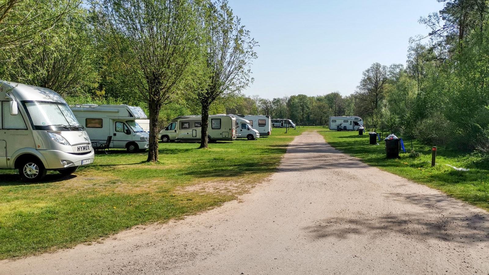 Ställplatsen vid Dreiländersee är av det enklare slaget. Vill du bo lyxigare rekommenderas Overdinkel på holländska sidan om gränsen.