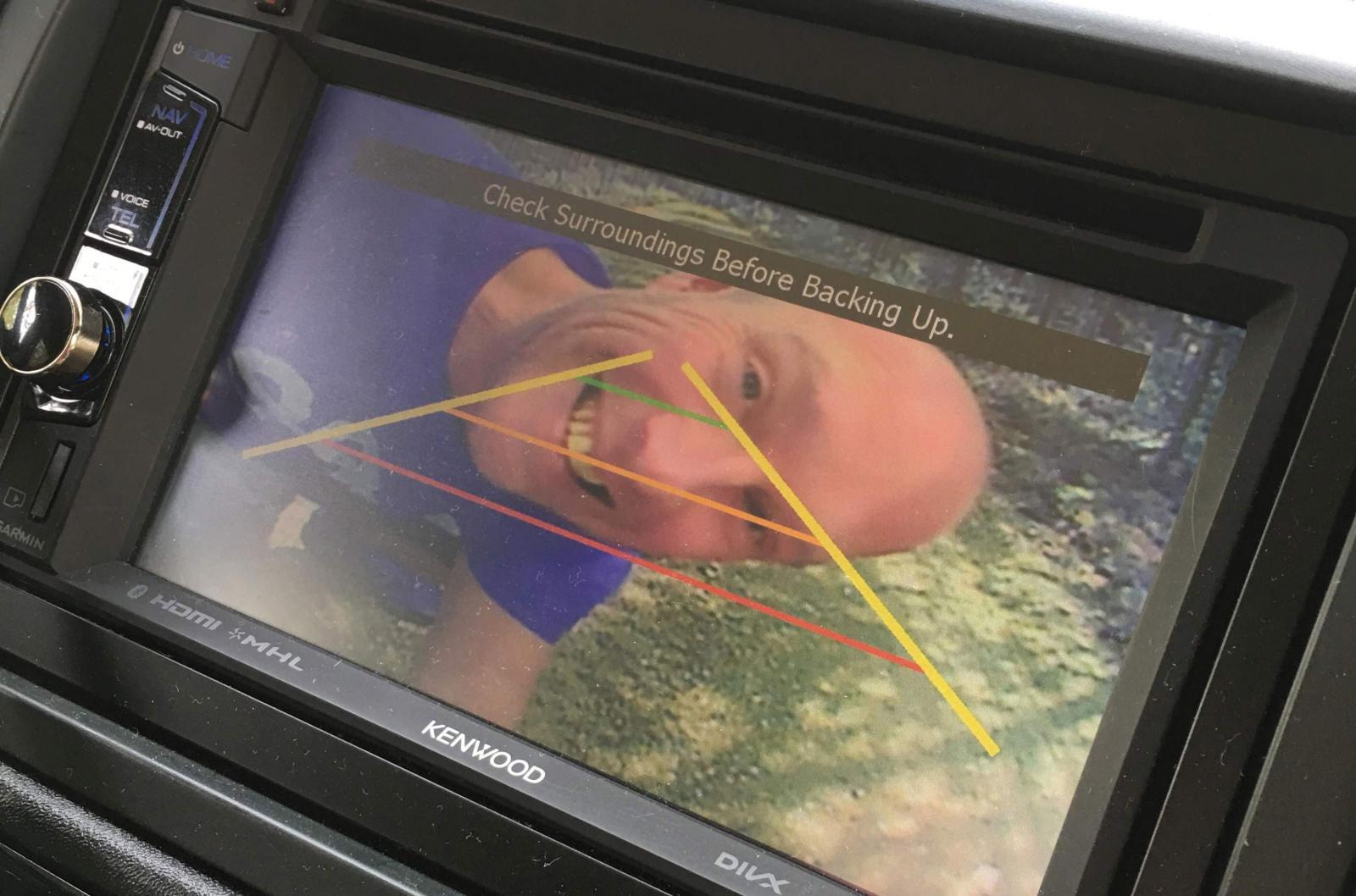 Majoriteten husbilar har en backkamera och den är bra att vänja sig vid eftersom husbilar inte har innerbackspegel eller bakruta att titta igenom.