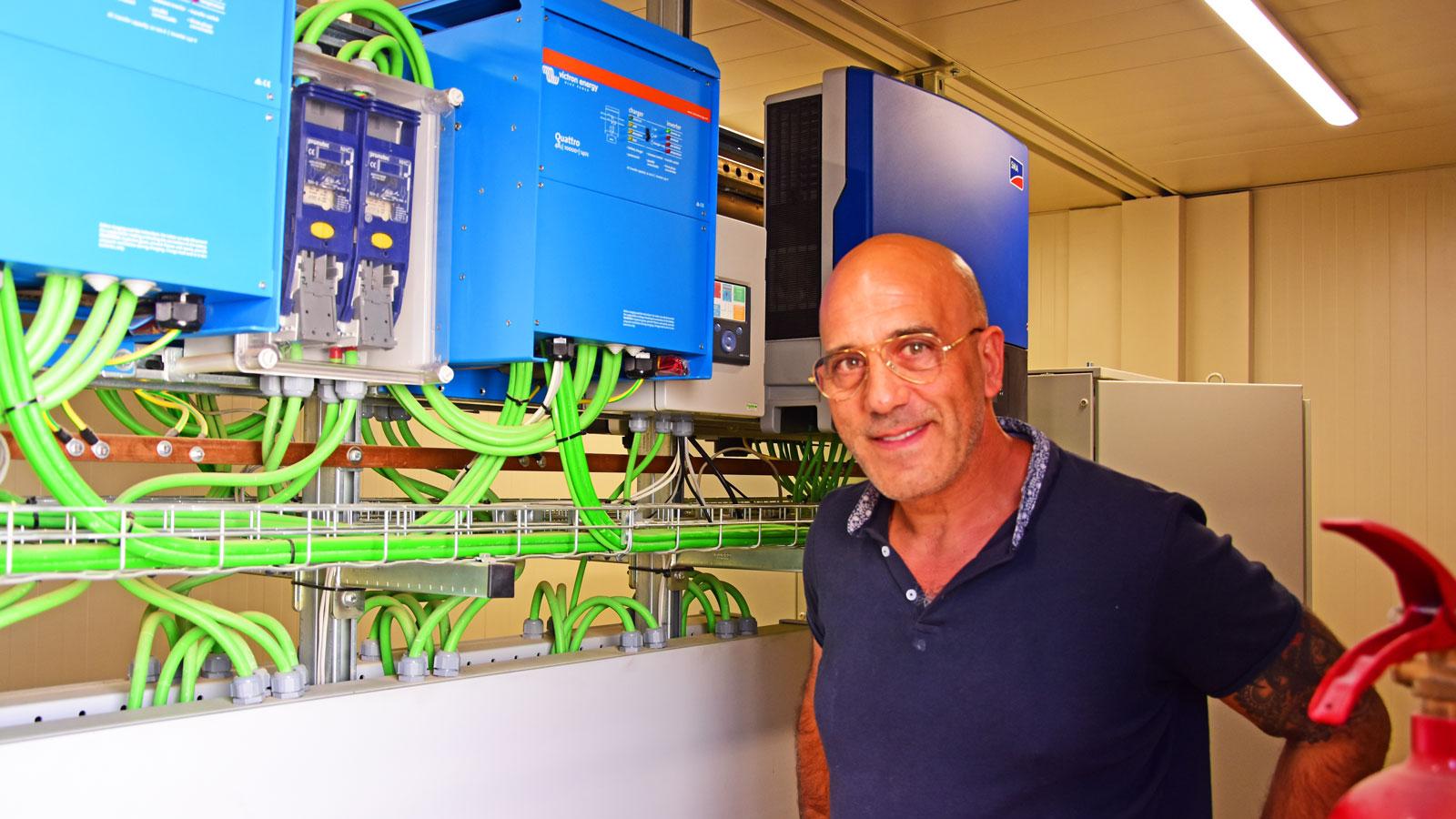 """Quique Llorens och hans syster driver den """"gröna"""" anläggningen."""