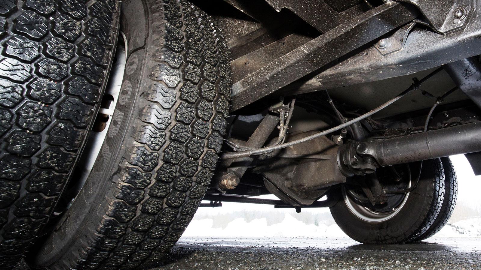 Denna Iveco är bakhjulsdriven och har tvillinghjul.