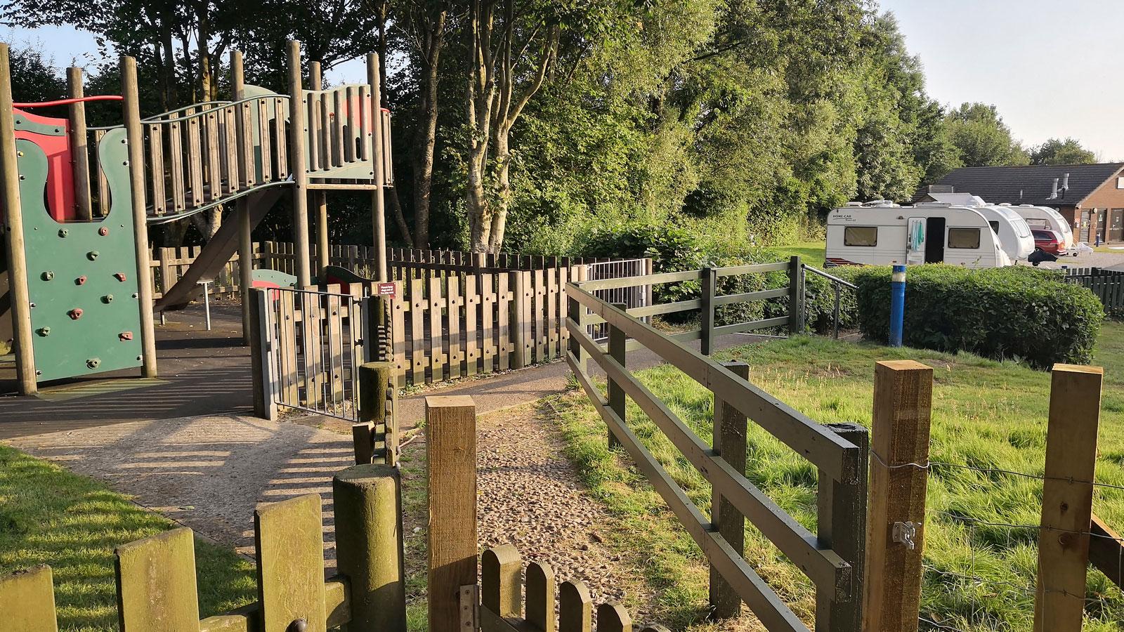 Campingens lekpark såg fin ut men på grund av få barnfamiljer på plats var den mest tom.