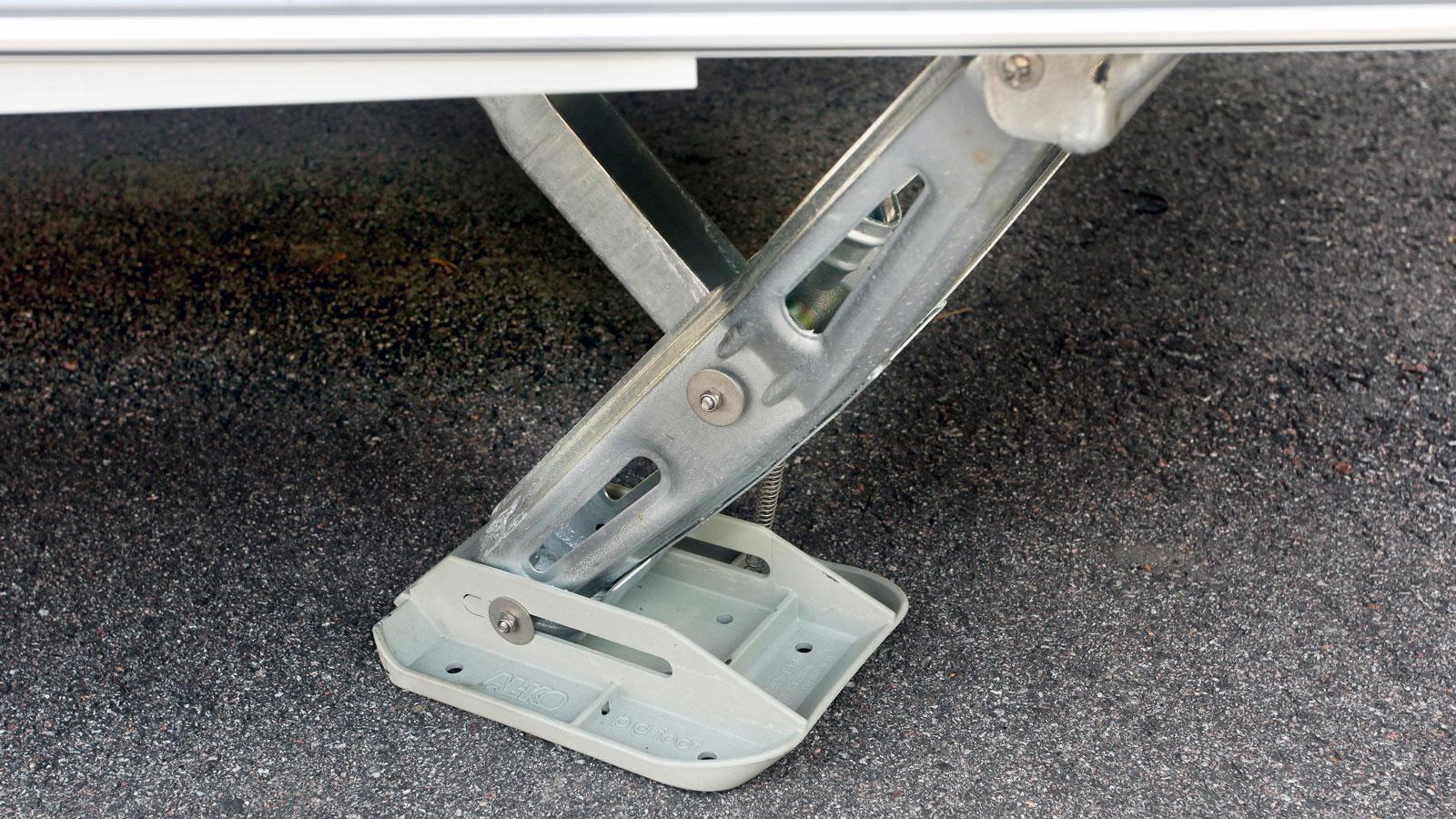 Stabilitet på mjukt underlag tack vare den tjockare foten till stödbenen.