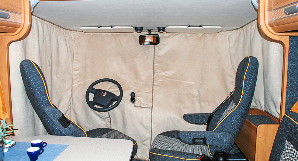 Olika former av isolertäcken gör underverk på husbilar. Här är en invändig variant till helintegrerade husbilar.