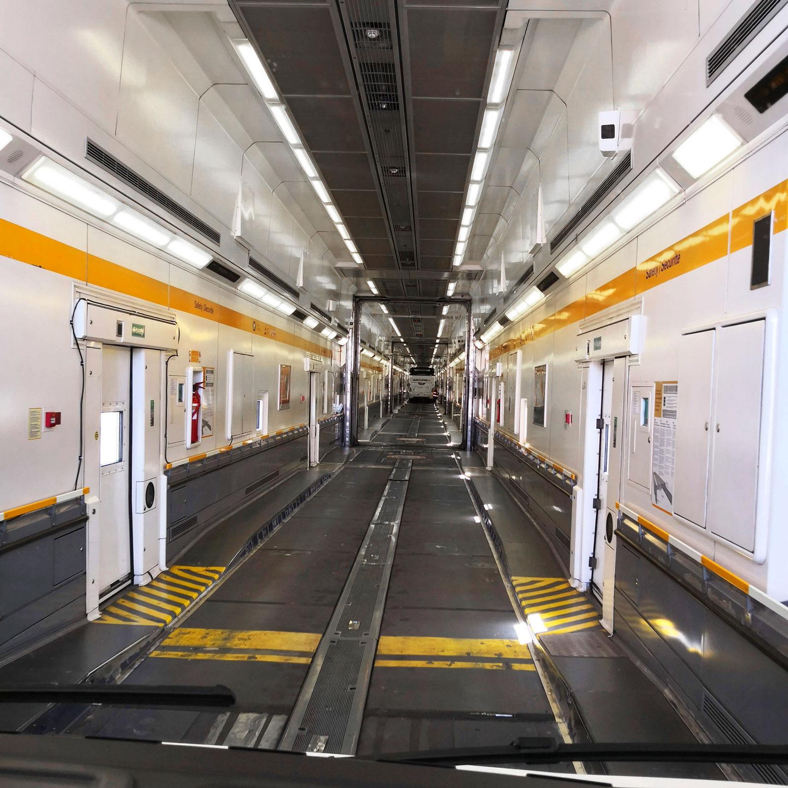 Varje tåg är 775 meter långt så det blir en rätt bra sträcka ombord innan vi får dra åt handbromsen och stänga av motorn.