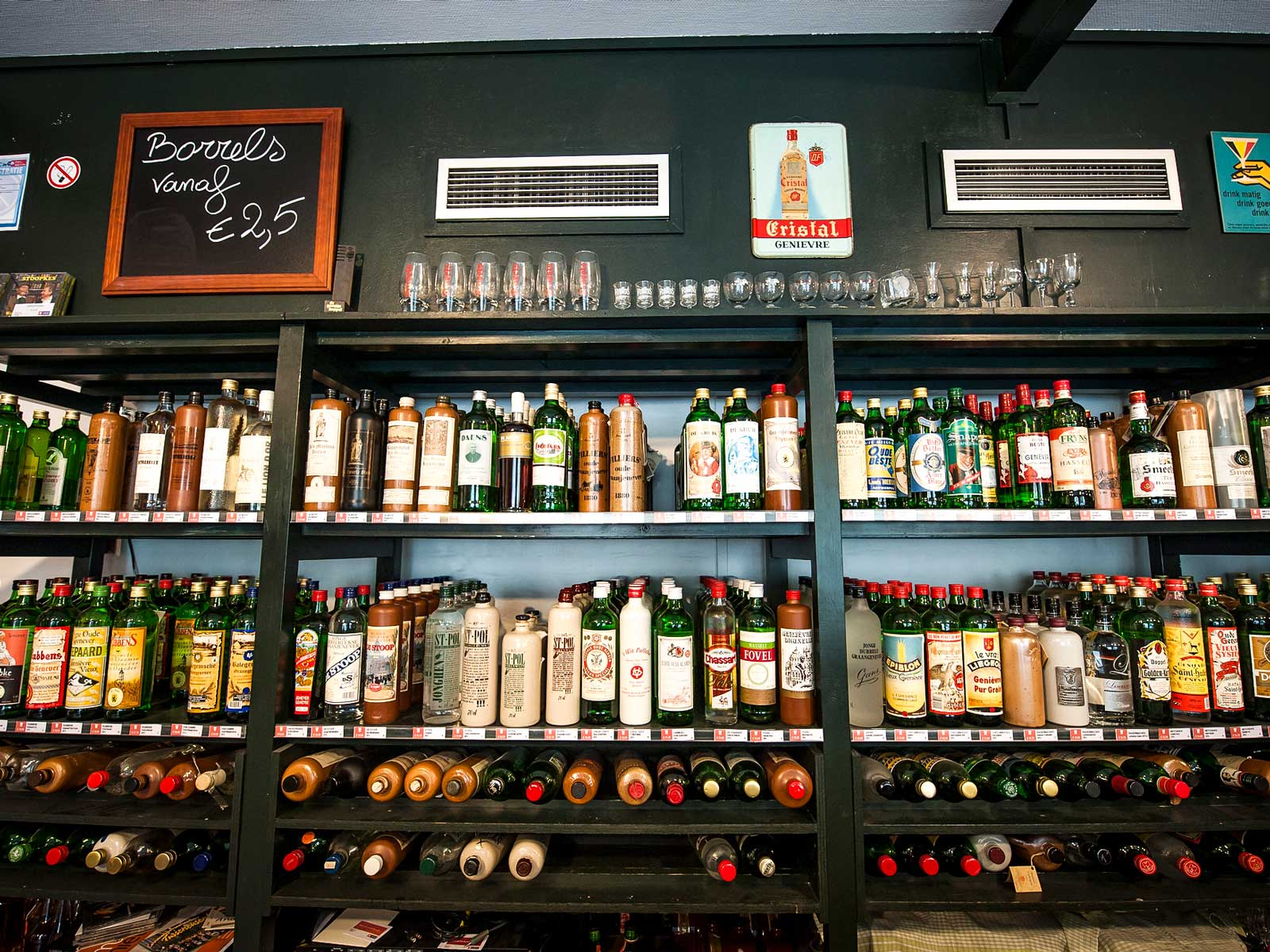 Drycken Jenever brukas huvudsakligen som snaps till mat.