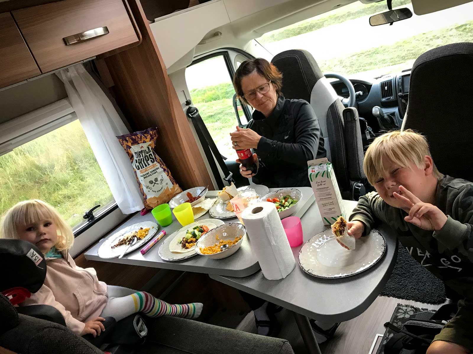 Tacomiddag i Sveg på väg till Åre. Denna gång med mormor Karen med på resan.