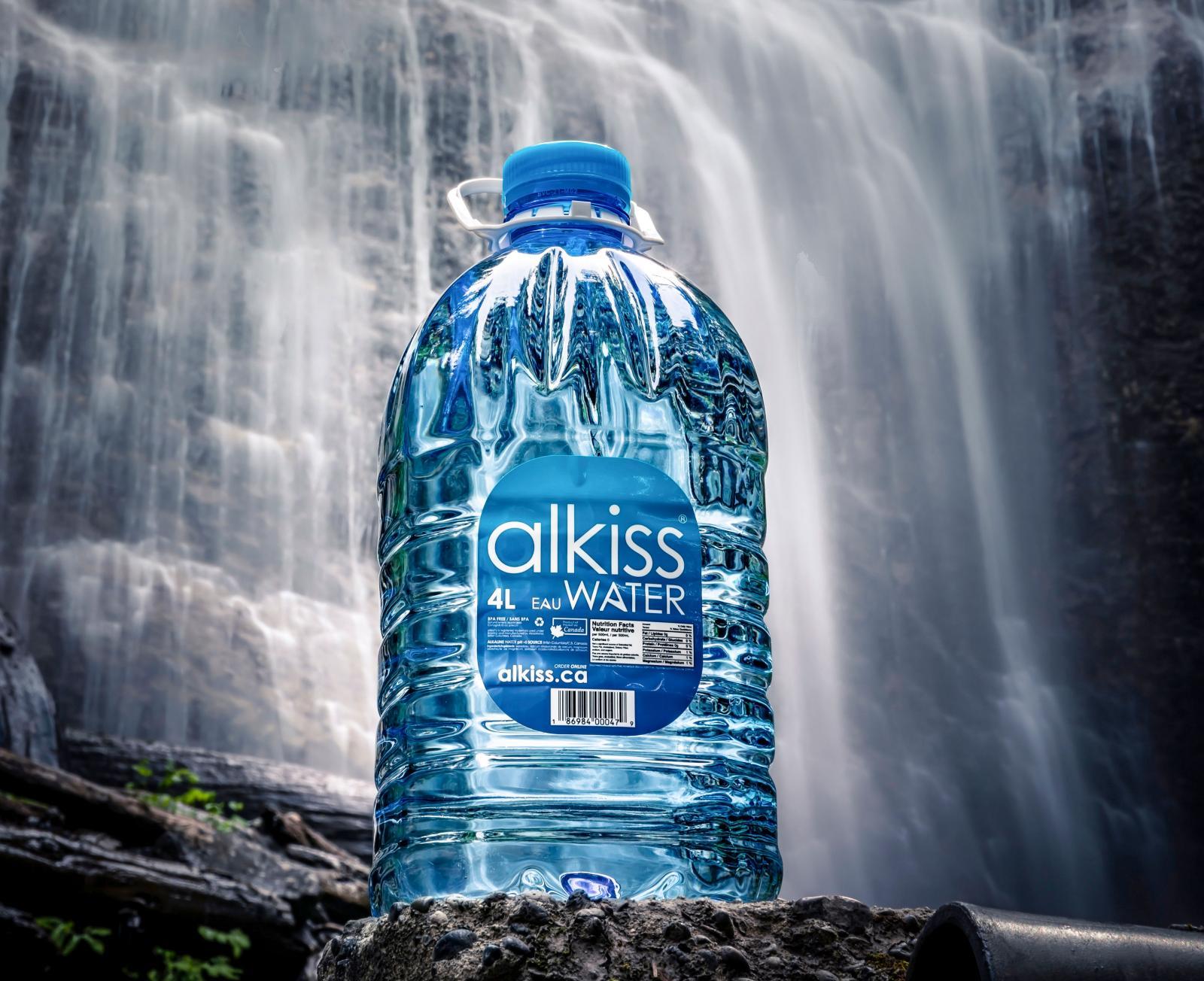 Vatten på flaska, eller vatten förpackat i box? Kan du fylla på dricksvatten längs med vägen är det hursomhelst bra med återanvändbara kärl.