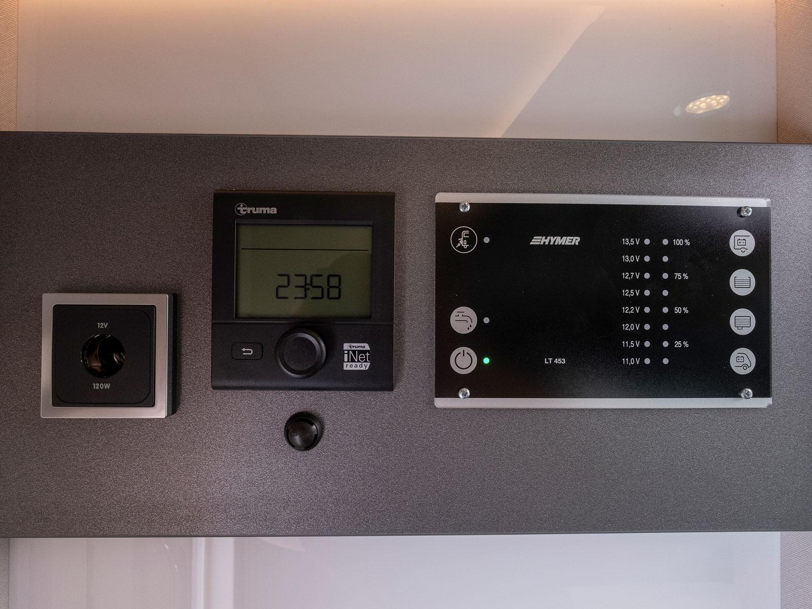 Värmepannan regleras härifrån och manöverpanelen är basic. Hymer rullar ut ett appstyrsystem till lyxbilarna våren 2021.
