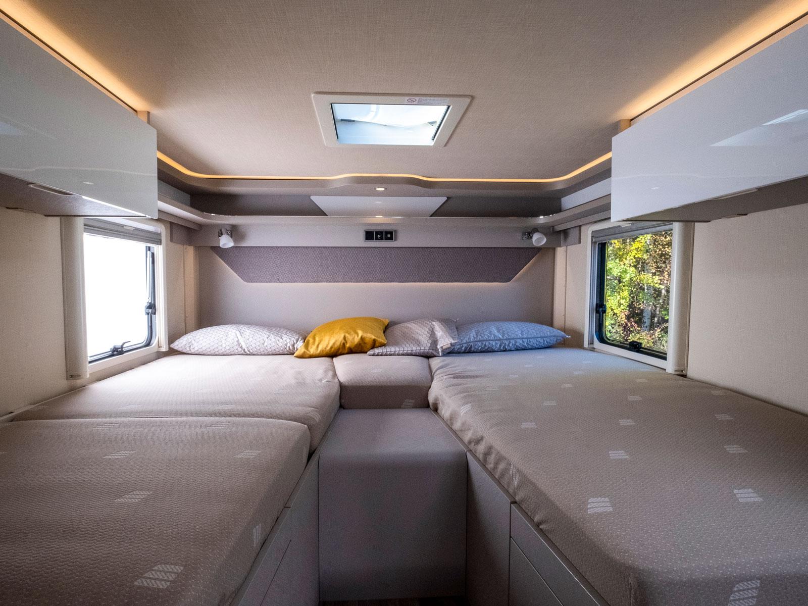 Snyggt och prydligt och varsitt fönster för de liggande.