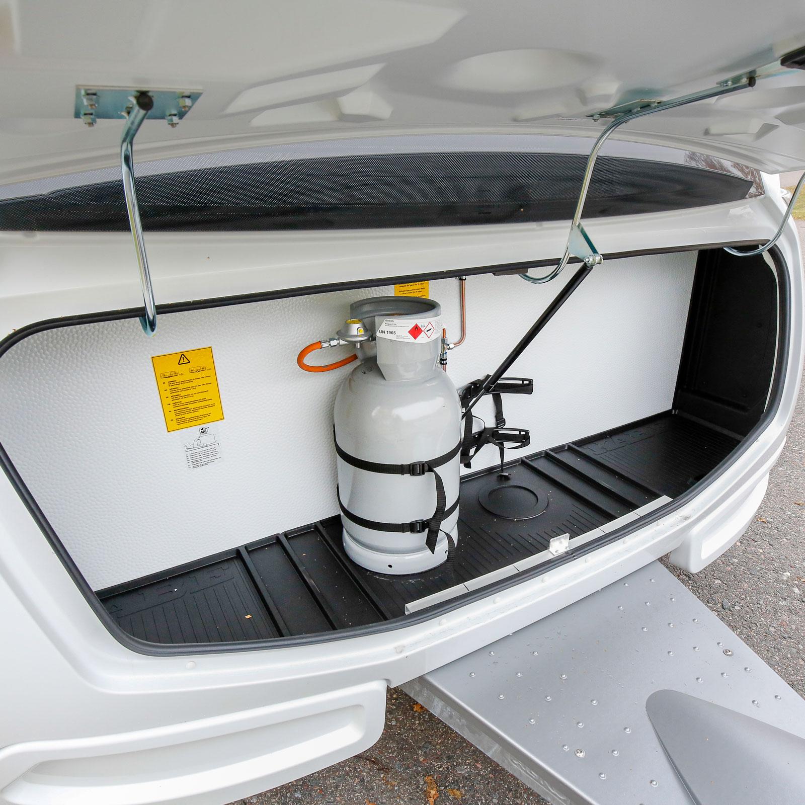 Gasolkofferten har belysning och formsydd skyddsmatta som kan tas ur för enklare rengöring.