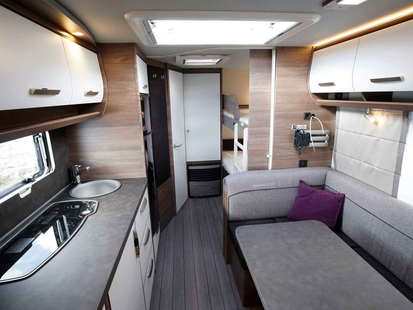 Neutrala färger har blivit en trend i husvagnsvärlden, så även inslag av vitt.