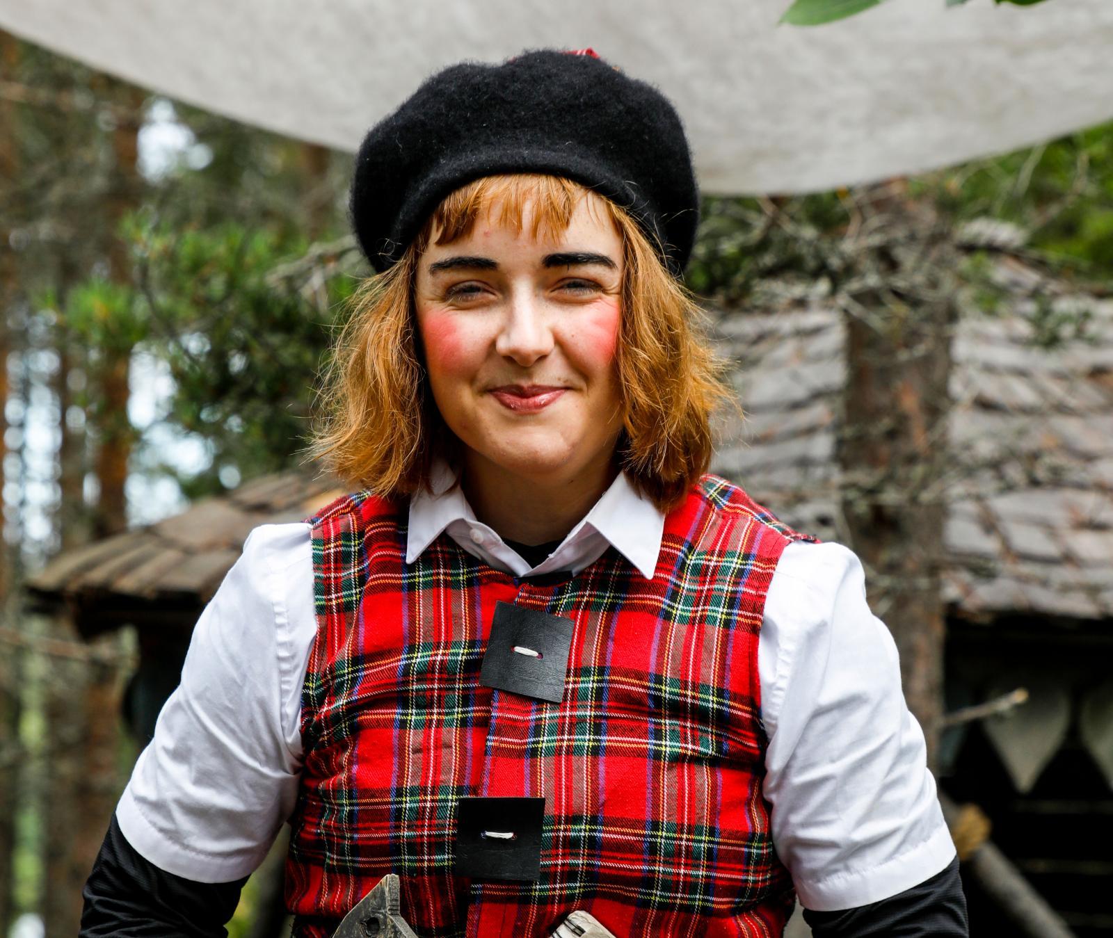 Superduktiga skådespelare bjuder på trollkonster i Trolska skogen.