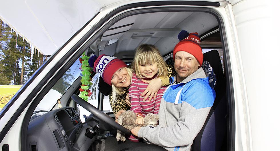 Vagabonder – Fredrik Broman och Malin Lindgren, med dottern Bella, husbilsluffar.