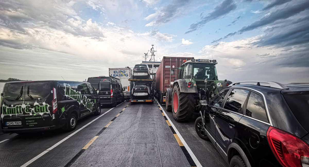 Skippa Autobahn – ta bilfärjan väster om Hamburg