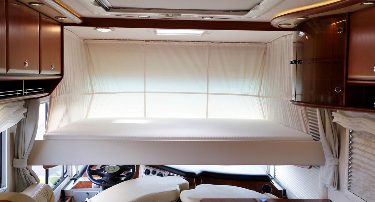 GÄSTRUM. Den nedfällbara sängen är precis lika inbjudande skön som den ser ut.