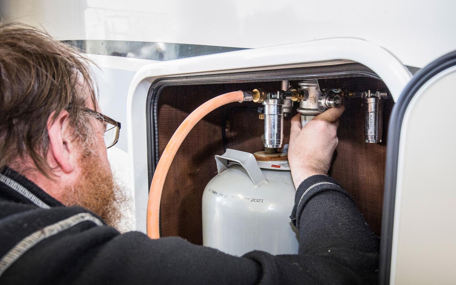 Gasolkontroll kan göras vid besiktningen. Enklare koll kan göras hemma.