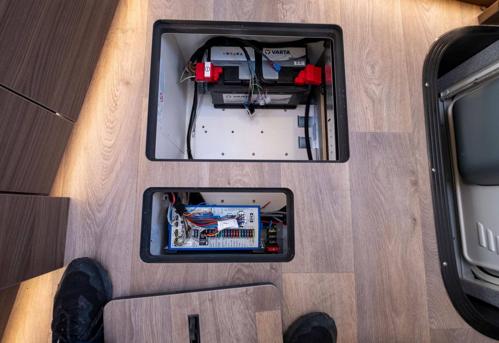 Mer teknik i golvet. Vill man ha lithium så finns det som tillval.