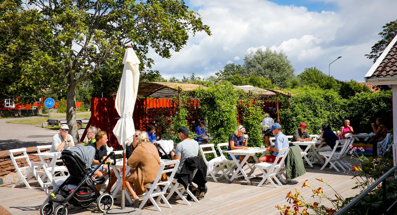 Mormors Surdegsbageri och Kaffestuga i Stora Rör på västsidan är ett måste.