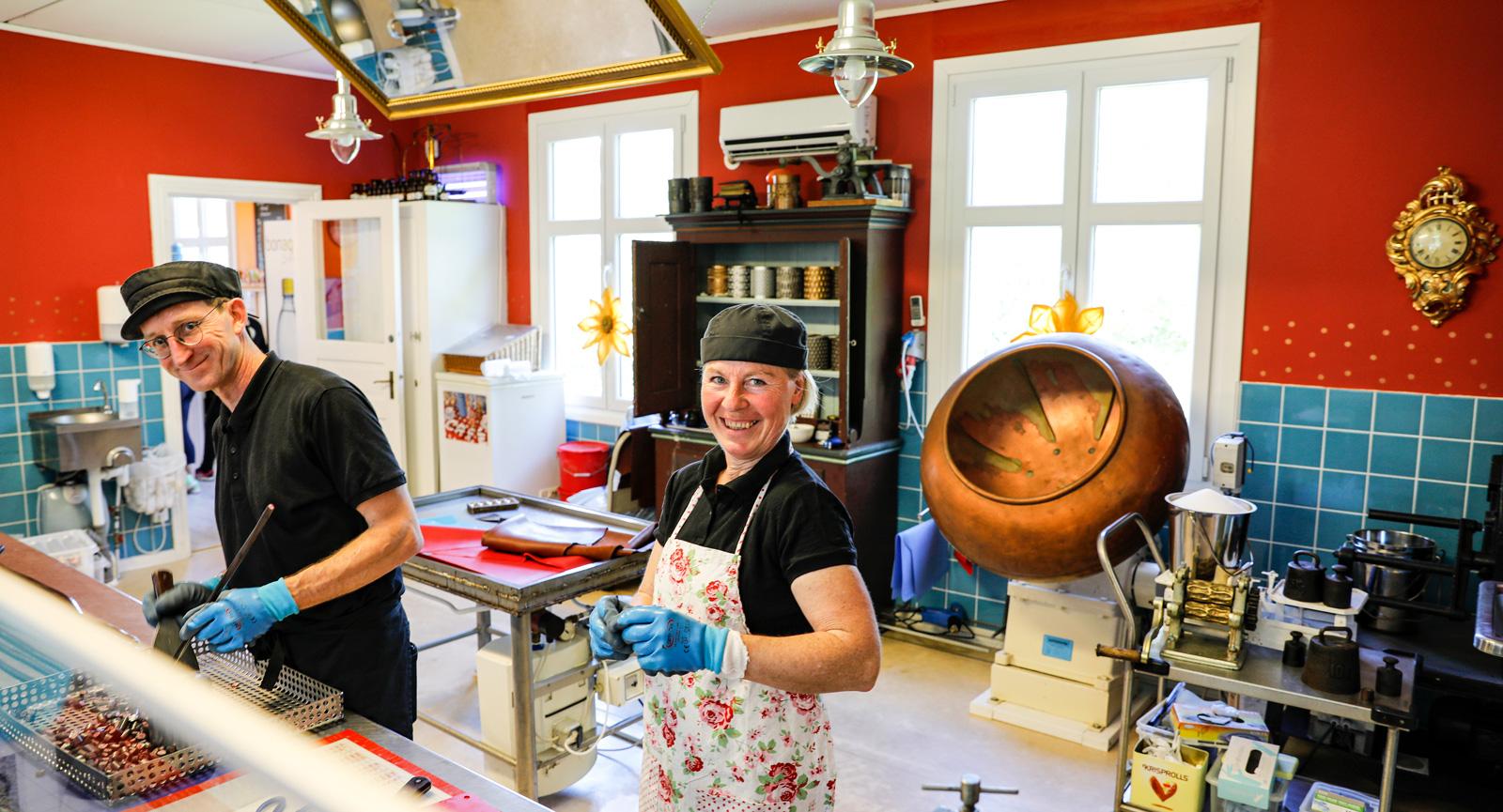 Fika och hemkokta karameller på Ölands Karamellkokeri.