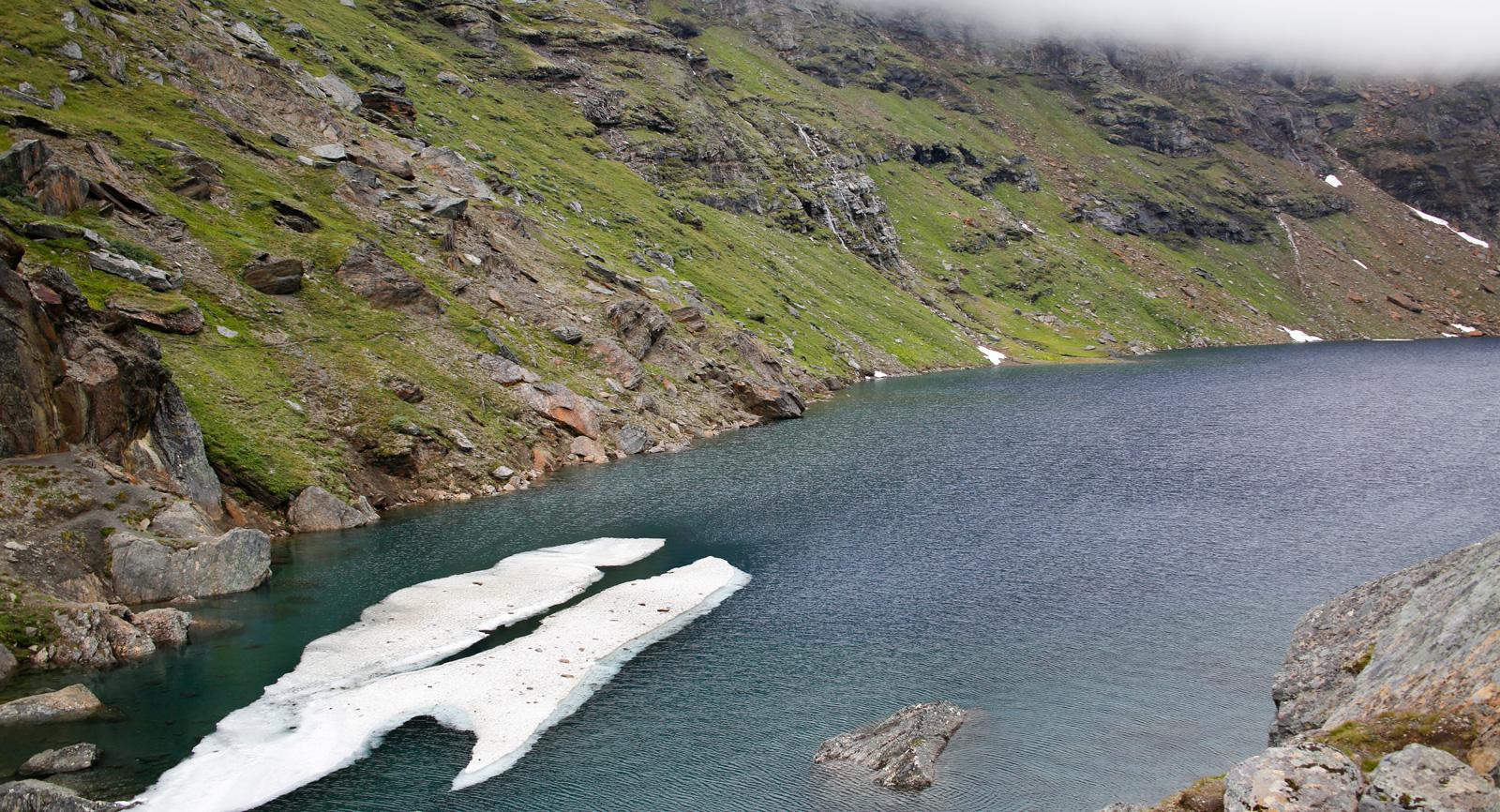 Under klara stilla dagar kan man se ända ner till botten av Trollsjön.
