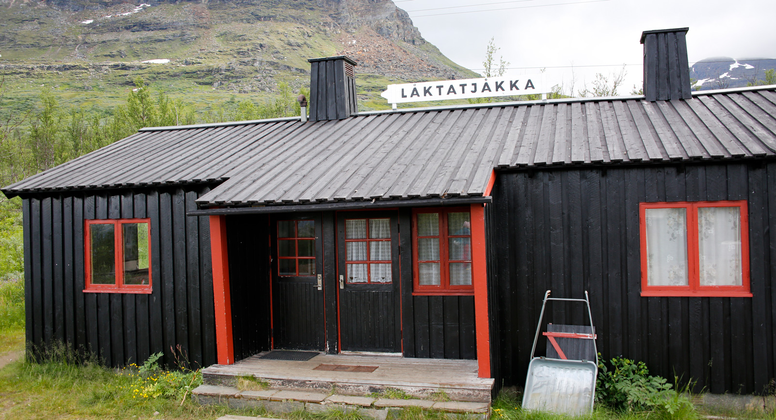 Låktatjåkka station. Här stannar numera tåget.