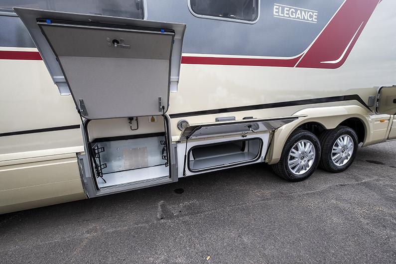 Treaxlat SLC-chassi med inbyggt dubbelgolv.