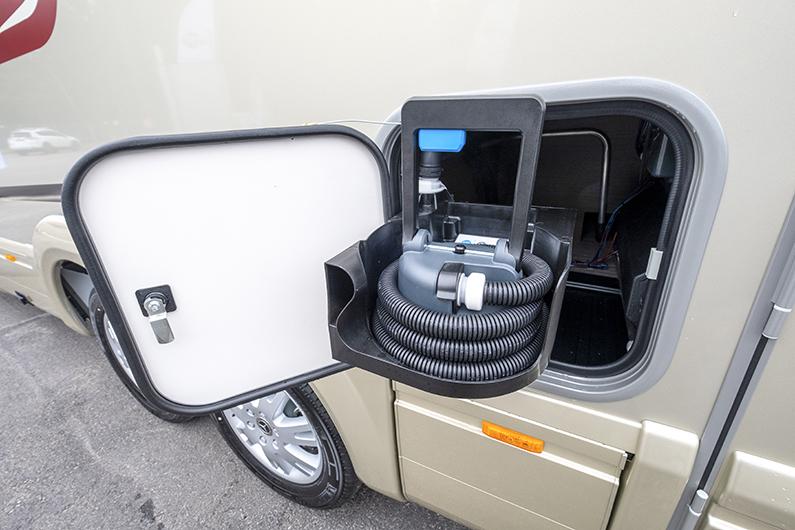 Thetford Indus är ett nytt toasystem med fast tank.