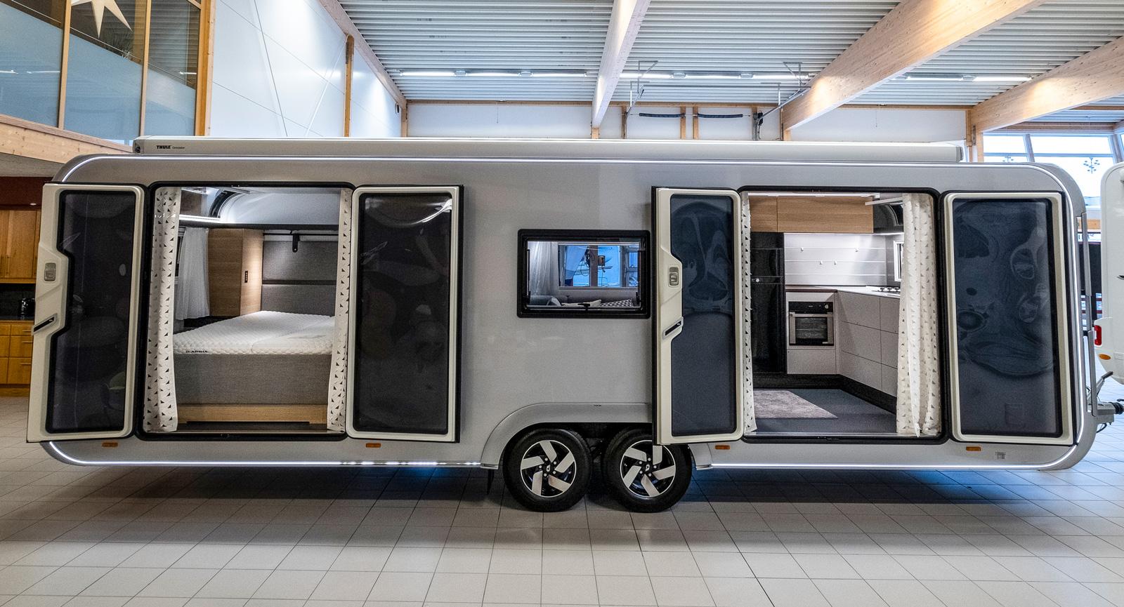Med båda dörrarna öppna är det lätt att vädra ur vagnen en varm sommardag. För övrigt en perfekt mässvagn med in- och utgång.