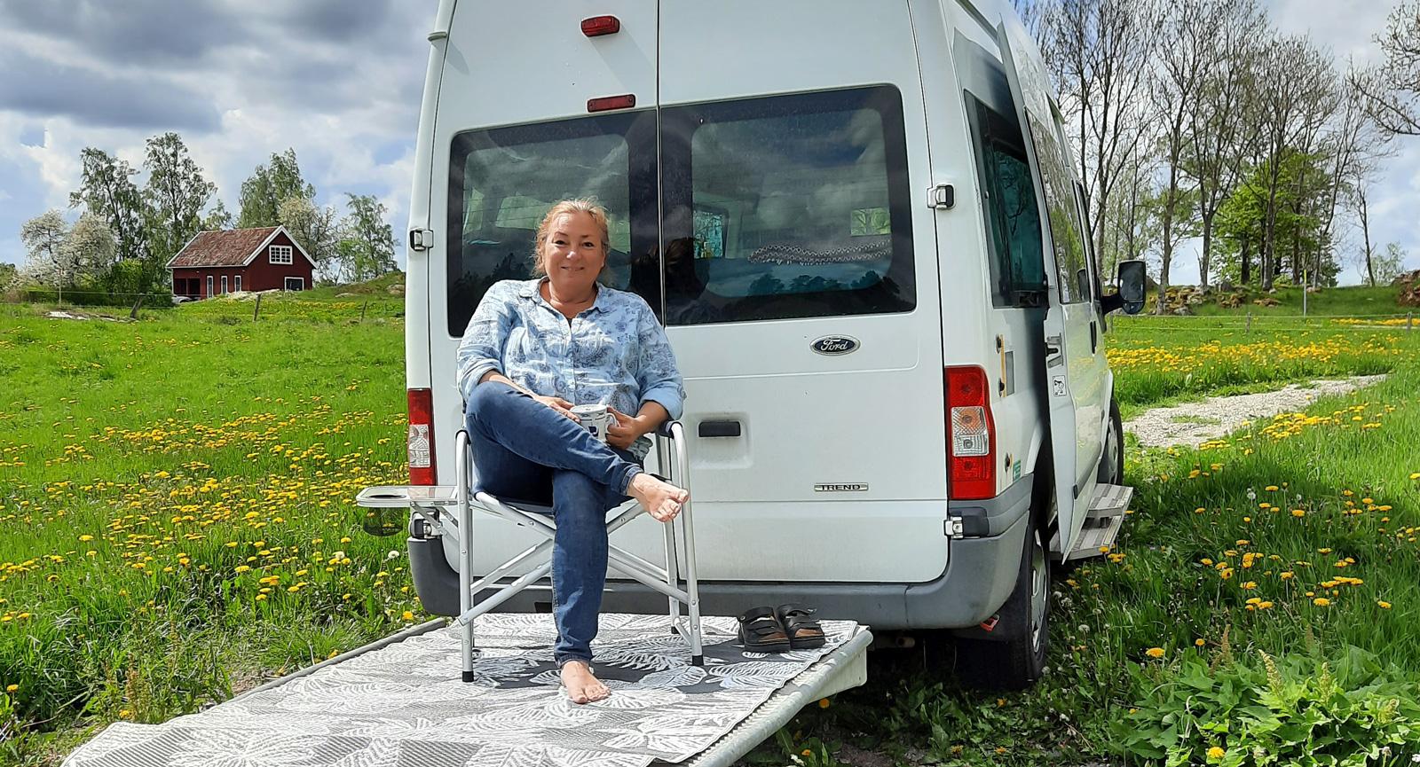 Tidigare rullstolsrampen fungerar utmärkt som uteplats vid fikastoppen.