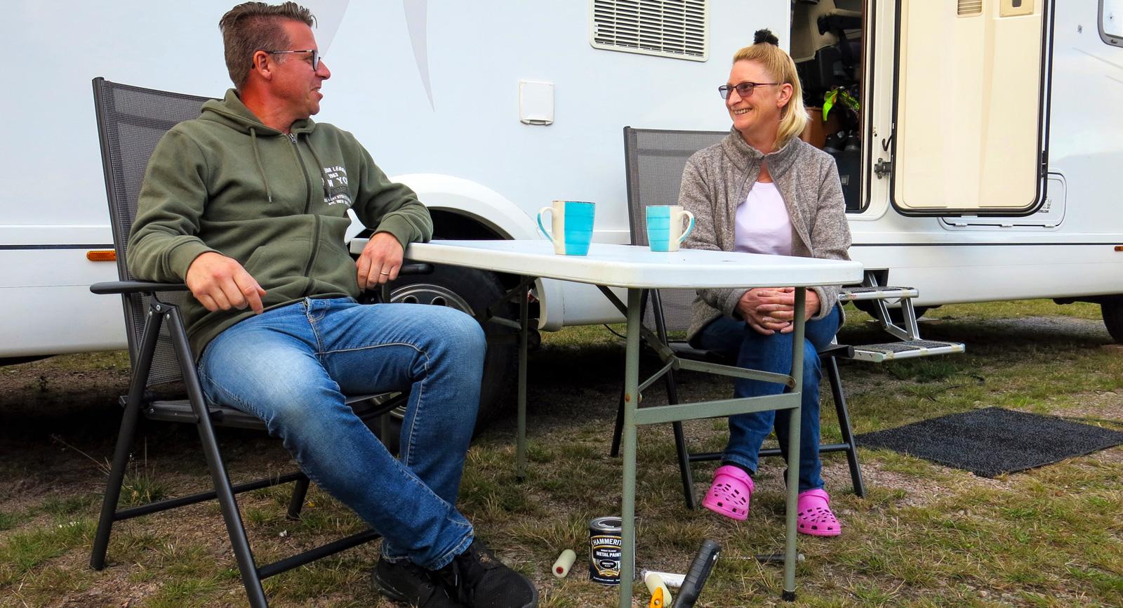 När det börjar bli lite ruggigt att sitta utomhus på hösten tar Jeanette och Dan Ritzén sin bostad och drar till varmare trakter.
