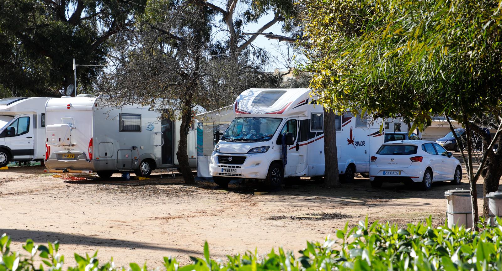 Det är knappast fullt på campingen, med ändå gott om besökare.