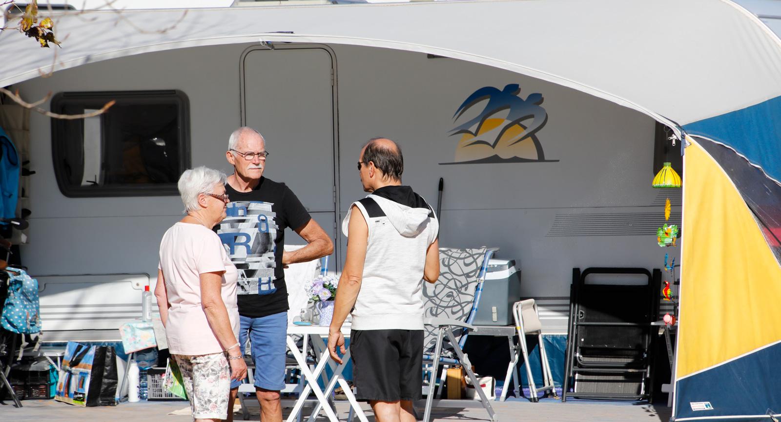 Martin och Simone Philipp uppskattar samtalen med grannarna på campingen.