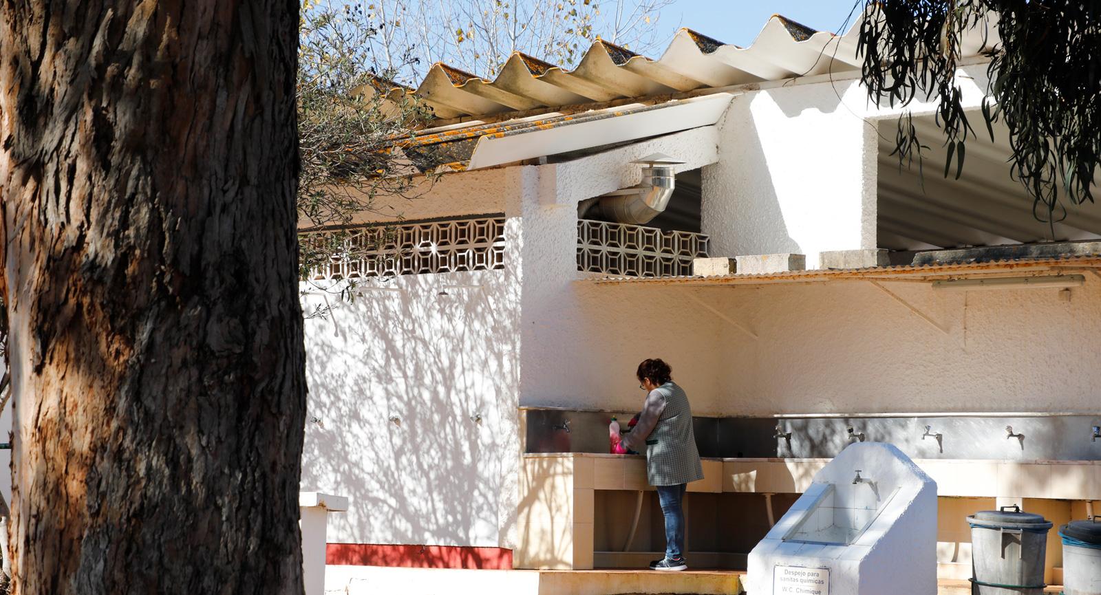 Kranar finns även utomhus vid servicehuset.