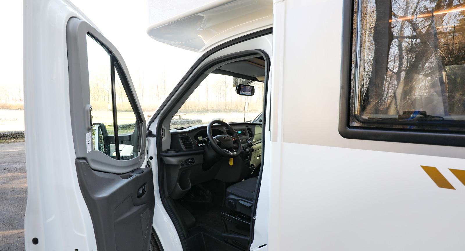 Dörrarna öppnas betydligt mindre i Ford-varianten än i Fiat-modellen.