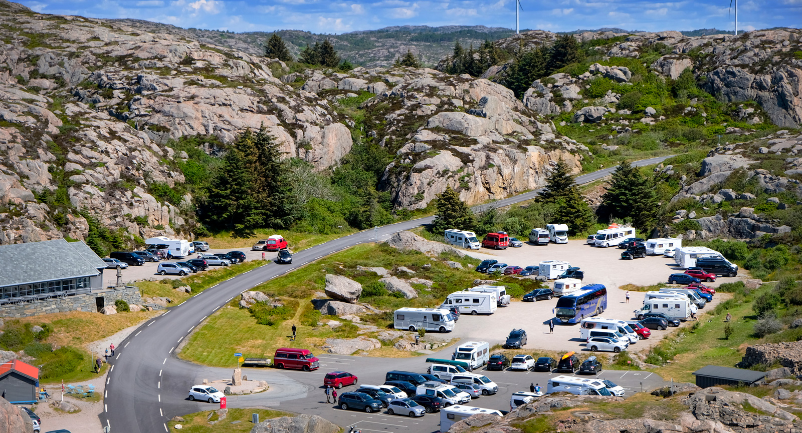 Norge lockar husbilsresenärer från när och fjärran. Parkeringen vid Lindesnes rymde denna dag bilar från mer än tio olika länder.
