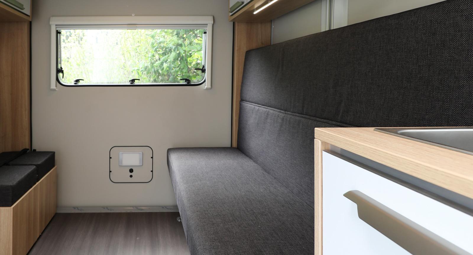 Raka linjer med mycket öppna ytor i mitten. Perfekt för att kunna lasta in stora saker eller för att använda vagnen som släp när man handlar på Ikea.
