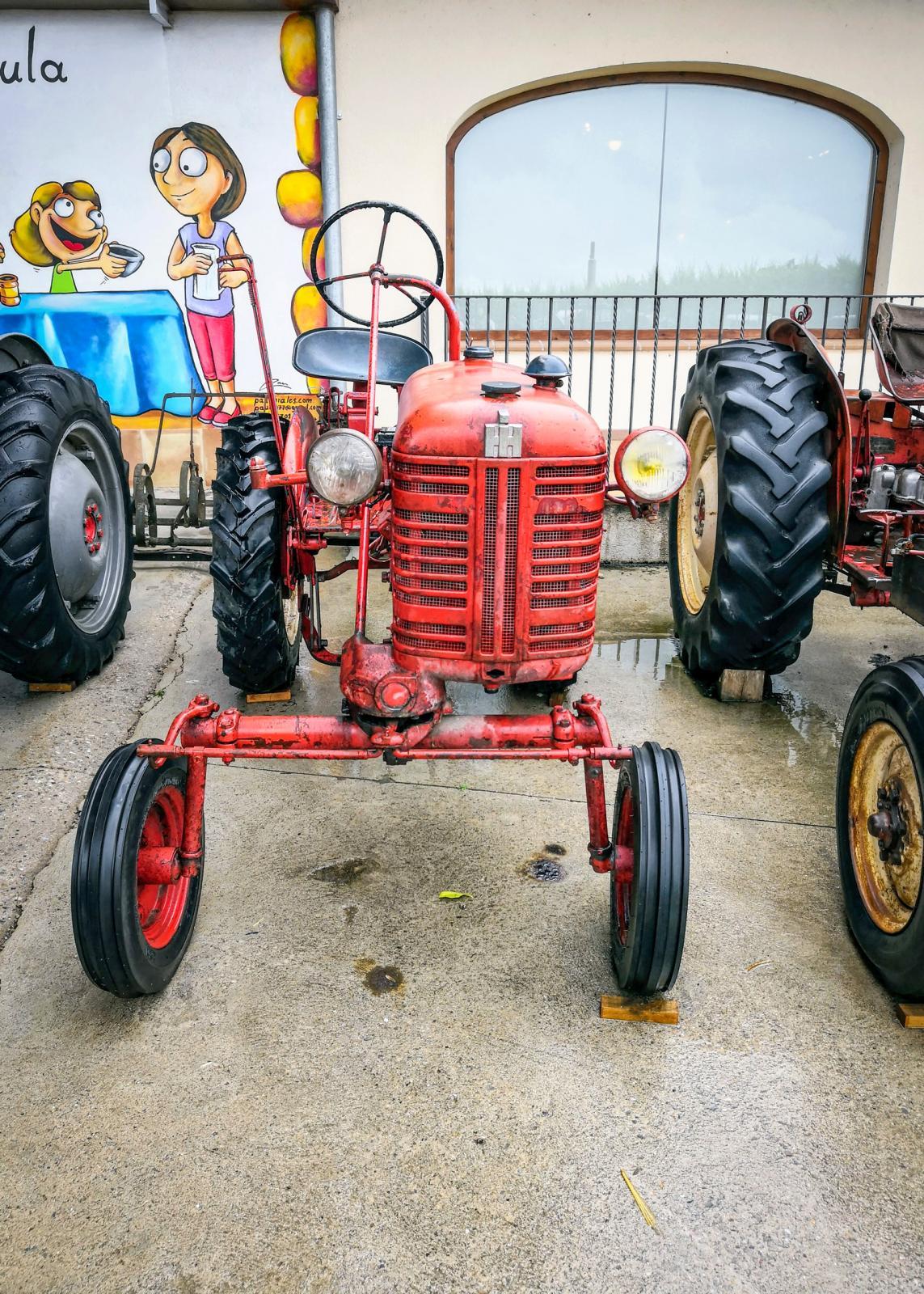 En asymmetrisk traktor är bra när god sikt är viktigt om man måste se var hjulen hamnar.