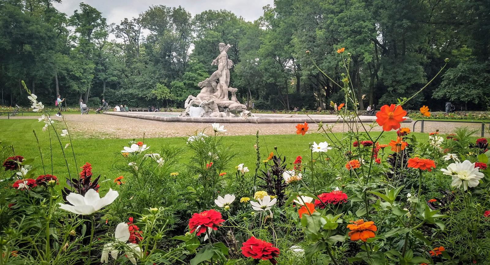 Neptunusfontän i Botaniska trädgården. Centralt läge!