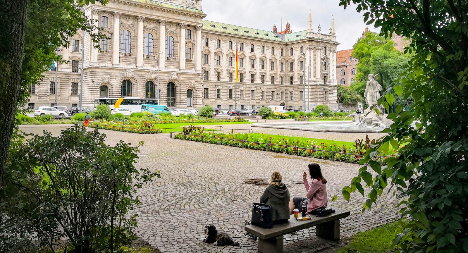 Botaniska trädgården med utsikt mot justitiepalatset.
