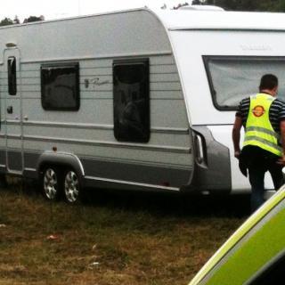Denna och ytterligare ett tiotal stulna husvagnar påträffades i fjol. Nu har två hyrda och ej återlämnade husbilar påträffats i Danmark.