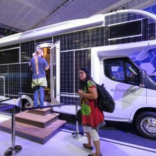 Ser husbilarna ut så här 2030? Det här är Dethleffs konceptfordon för en helt eldriven husbil.